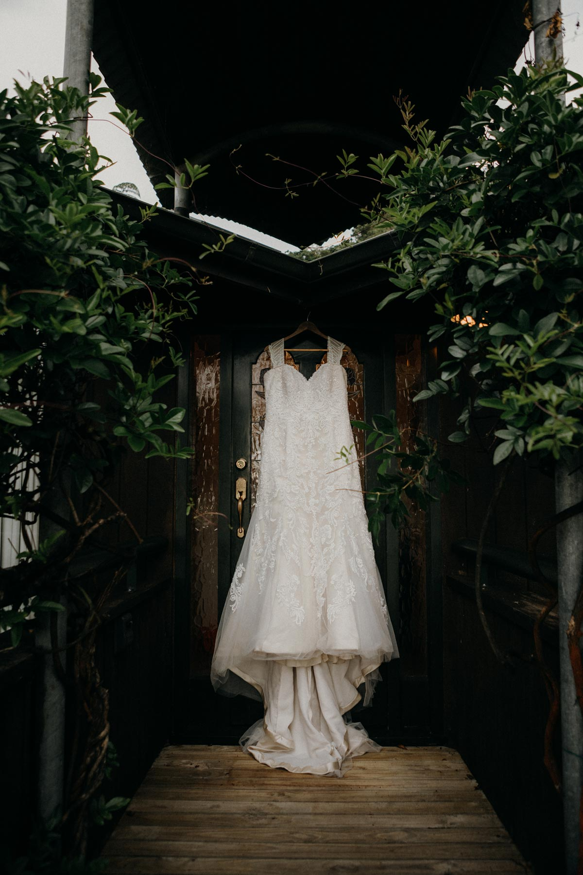black barn wedding dress photo lake tarawera rotorua