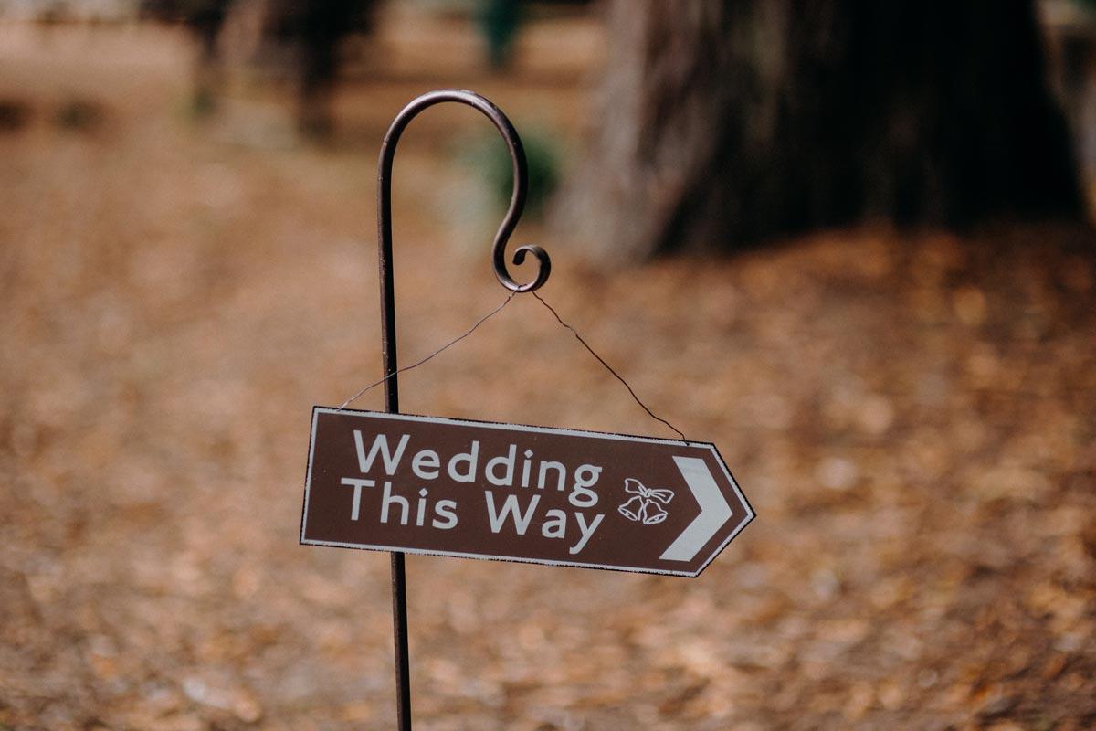 redwoods wedding photos rotorua cermony sign