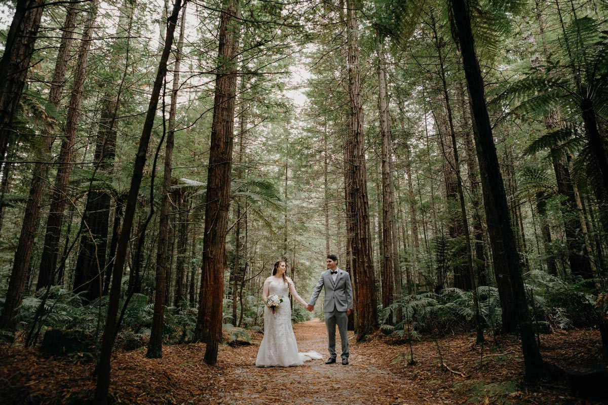 rotorua wedding photo ideas redwoods under the sails sarah weber photography