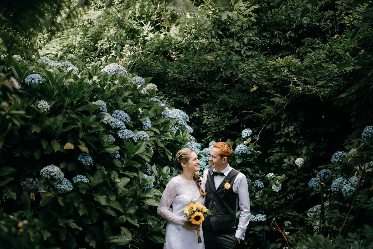 bride and groom photos in Hydrangea flowers at bridgewater country estate venue in Kaukapakapa, Auckland photo by sarah weber photography