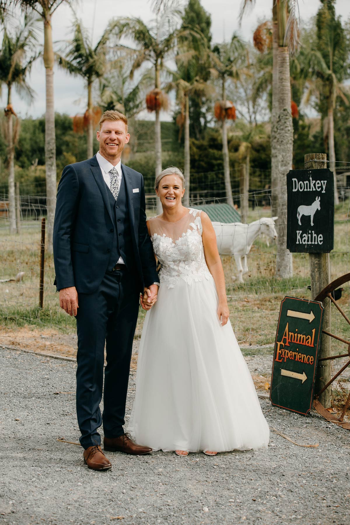 bride and groom wedding photos at the stables matakana country park by sarah weber photography